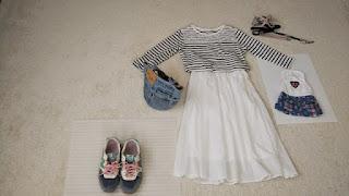 ユニクロ 白いスカート
