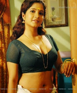 Aunty Hot and Sexy Photos in Saree and Blouse. - Hot Photos Portal
