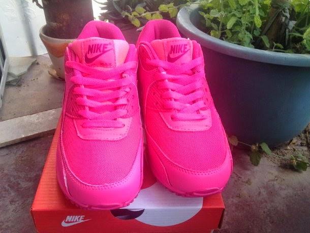 more photos b4e44 05789 Nike Air Max 90 GS. Color Hyper Pink Vivid Pink