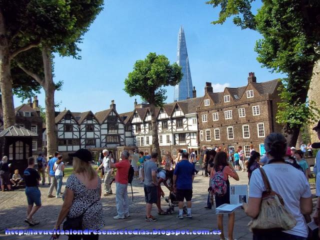 Patio de armas de la Torre de Londres.