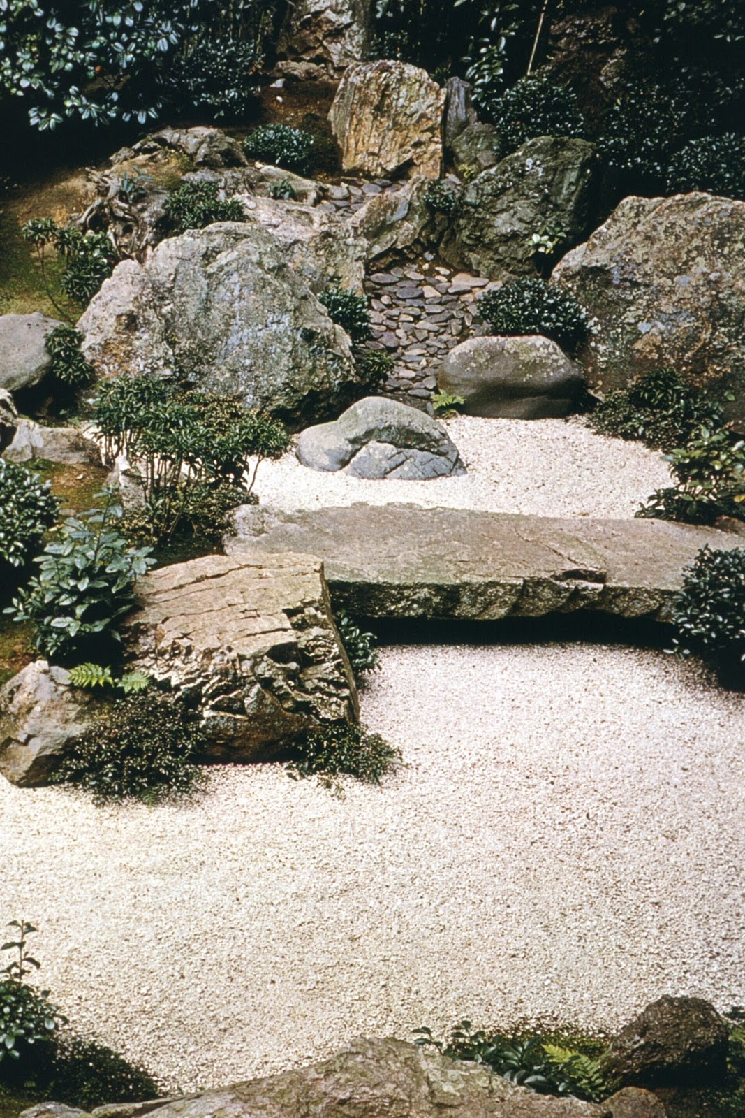 Garden tip obey the request of the stone for Japanese stone garden