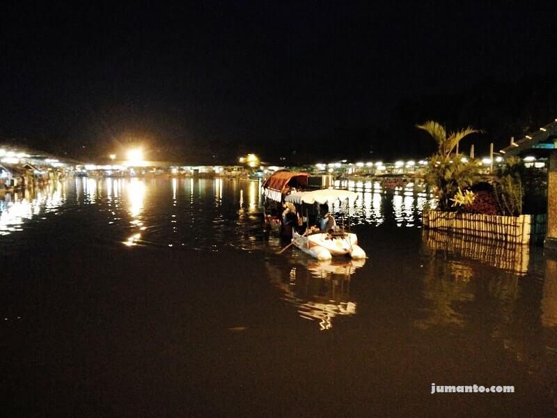 foto floating market lembang malam hari