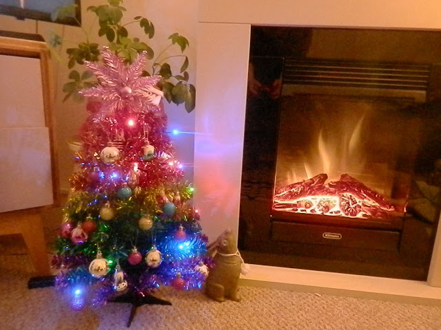 Christmas at home. My cute, kitsch Christmas decorations, by UK blogger secondhandsusie.blogspot.com #Christmas #christmasdecorations #kitschmas #cutechristmas