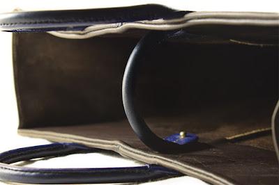 Borsa in pelle marrone con dettagli in cuoio blu