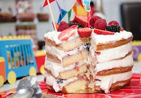 Naked cake aux fruits rouges et chantilly - Gâteau d'anniversaire