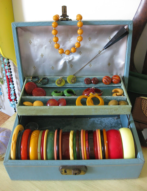 bakelite jewelry collection from va-voom vintage