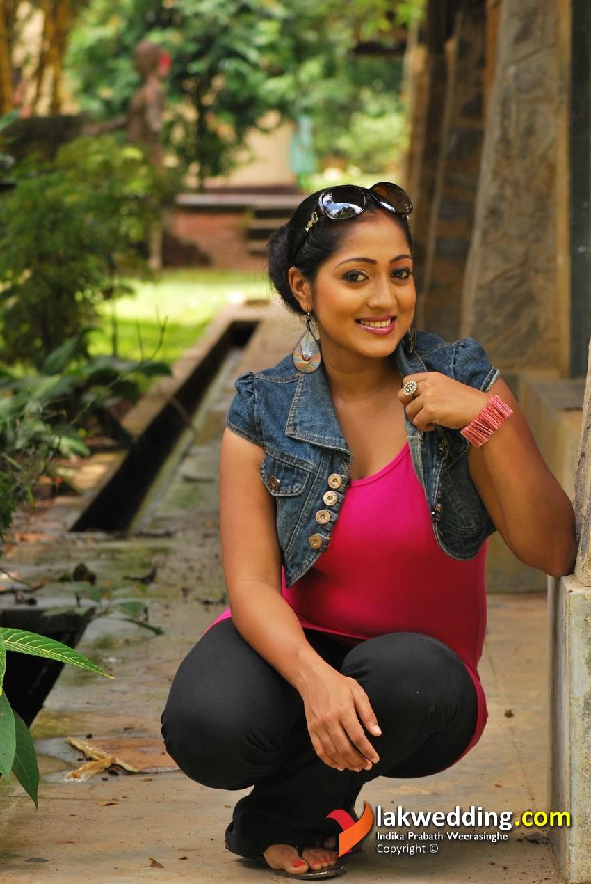 Hot And Sexy Sri Lanka Actress Dilni Lakmali New Photos -7022