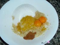 Almendras molidas, huevos, canela, piel de limón y azúcar