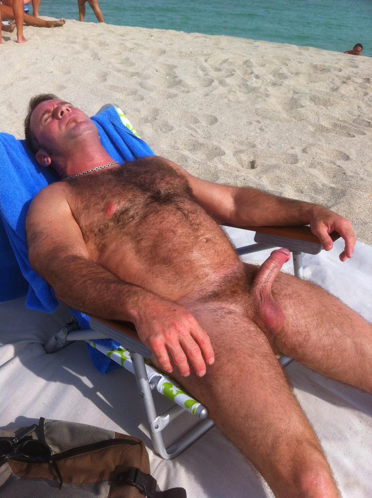 Волосатые Парни В Дикий Пляже