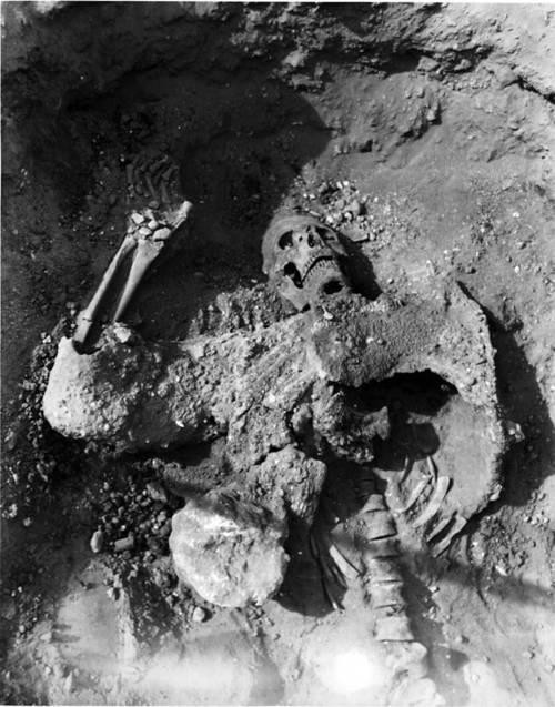 El esqueleto de un soldado persa encontrado en los túneles del asedio de Dura.