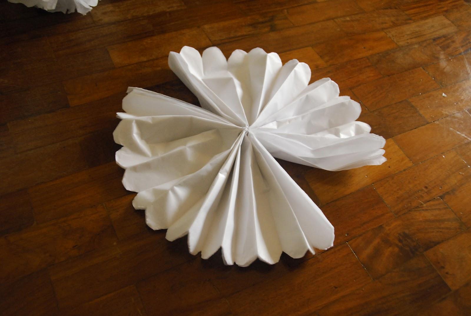 The Pink Doormat Diy Tissue Paper Pompoms