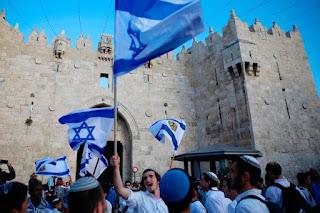 Israel liberta dois presos sírios em troca de restos mortais de soldado