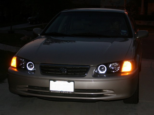 2000-Toyota-Camry-Headlight-bulb