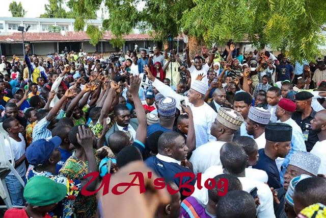 Saraki receives thousands of former APC members into PDP