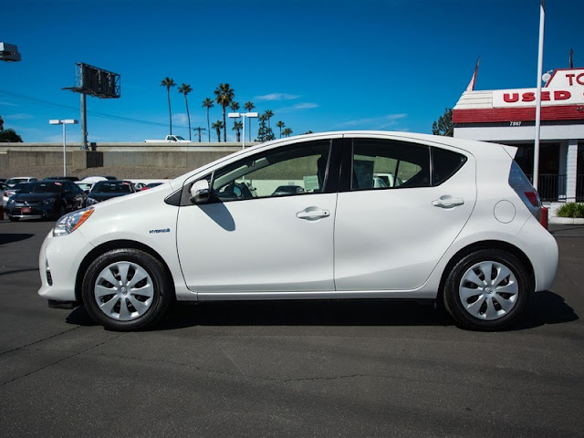 2014-toyota-prius-c-one-hatchback-review