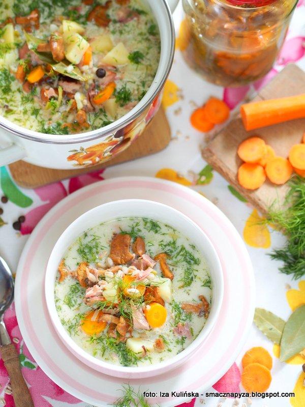 zupa grzybowa, zupa kurkowa na kwasno, krupnik z grzybami, kurk kiszone, krupniczek grzybowy, zupka domowa, pozywny obiad,