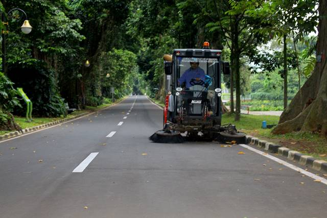 Oh, Rupanya Begitu - Kendaraan Penyapu Jalan di Kebun Raya Bogor