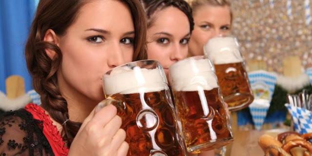 Estudio señala que las mujeres que beben más alcohol serían las más inteligentes
