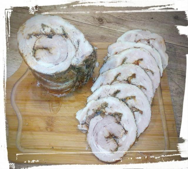 Boczek gotowany rolada z boczku boczek rolowany boczek na zimno do kanapek domowa wedlina boczek z przyprawami boczek w przyprawach