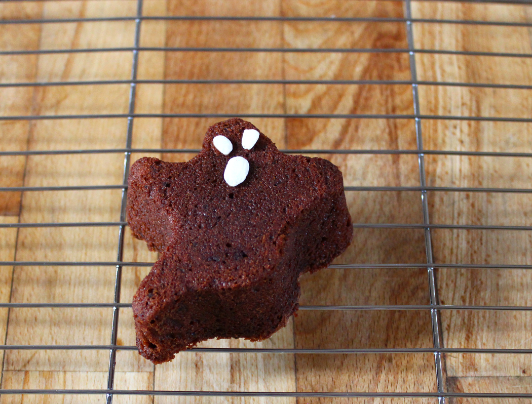Halloween Chocolate Sponge Spooks