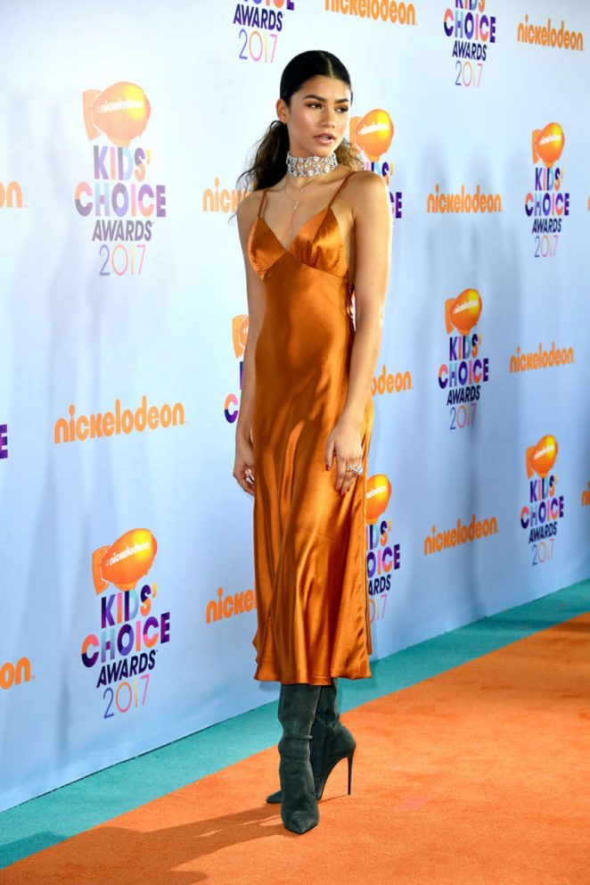 Zendaya wears slinky satin gown to the 2017 Nickelodeon Kids' Choice Awards