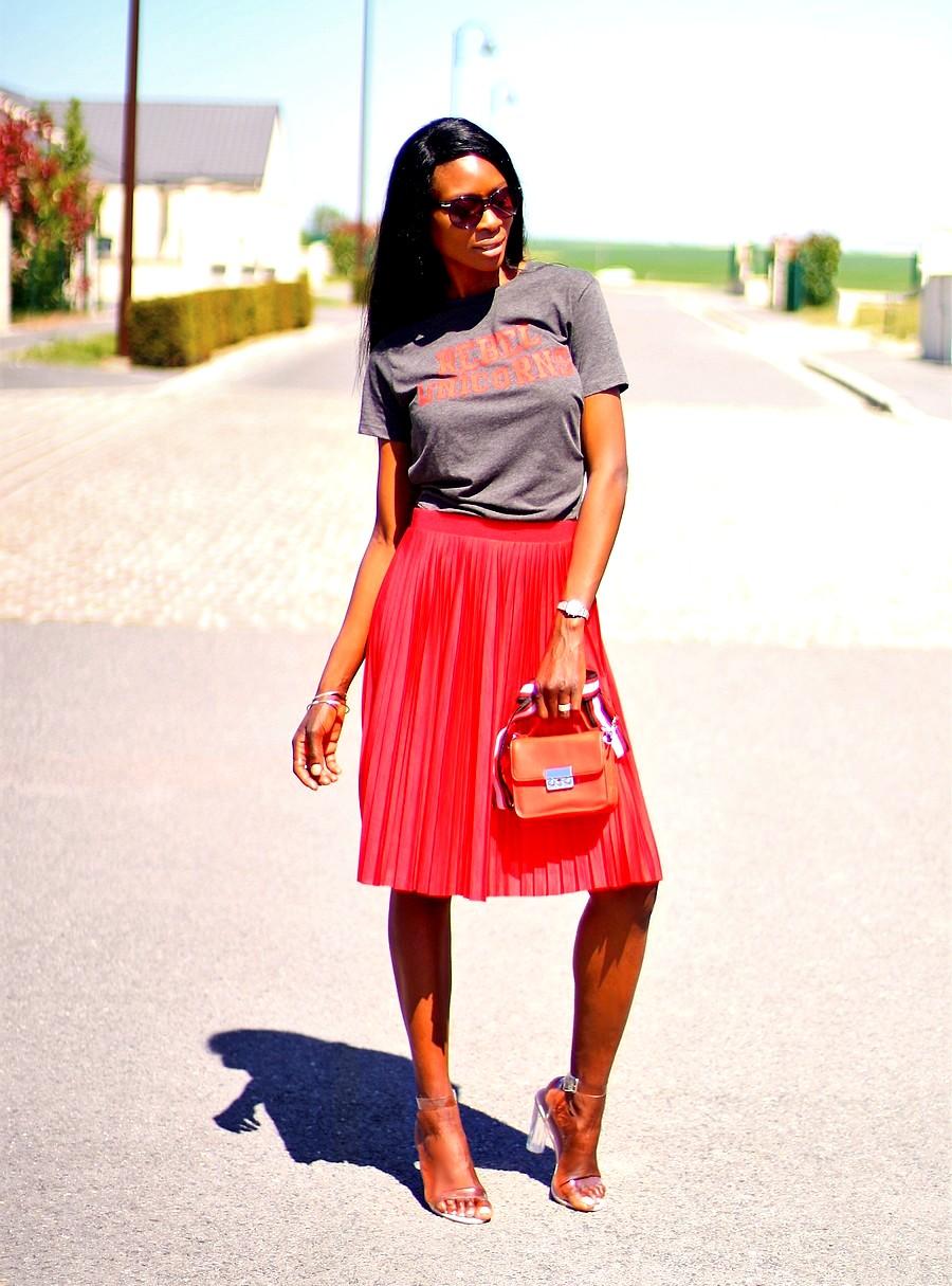 idee de look chic et rock avec une jupe