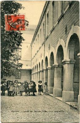 Lycée de jeunes filles de Mâcon ouvert en 1880. Il est actuellement devenu le collège Pasteur  (collection privée)