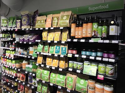 superfood, kauppakeskus valkea, luontaistuotteet, Natural, luomu, sopii kaikille, valinnanvaikeus, valtava valikoima, voimaruokaa, vitamiineja, hivenaineita, antioksidantteja, tekee hyvää