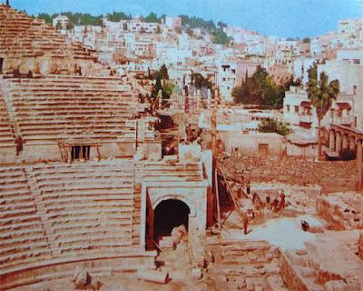 Foto Reruntuhan teater zaman Romawi Kuno di kota Amman