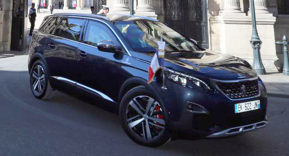 president macron gets a new peugeot 5008 for bastille day. Black Bedroom Furniture Sets. Home Design Ideas