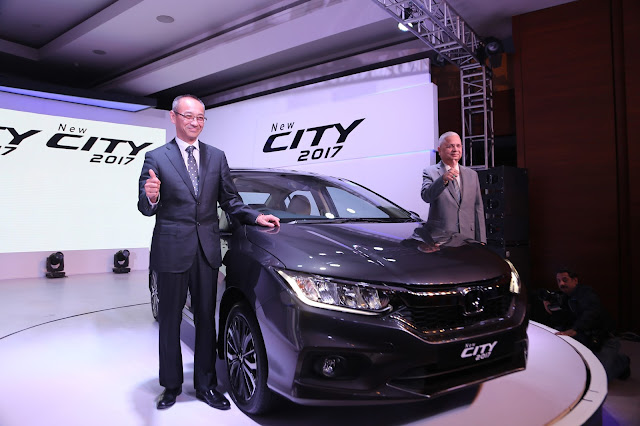 (L-R) Mr Yoichiro Ueno, President and CEO & Mr Raman Kumar Sharma, VP, Honda Cars India Ltd launches New City 2017