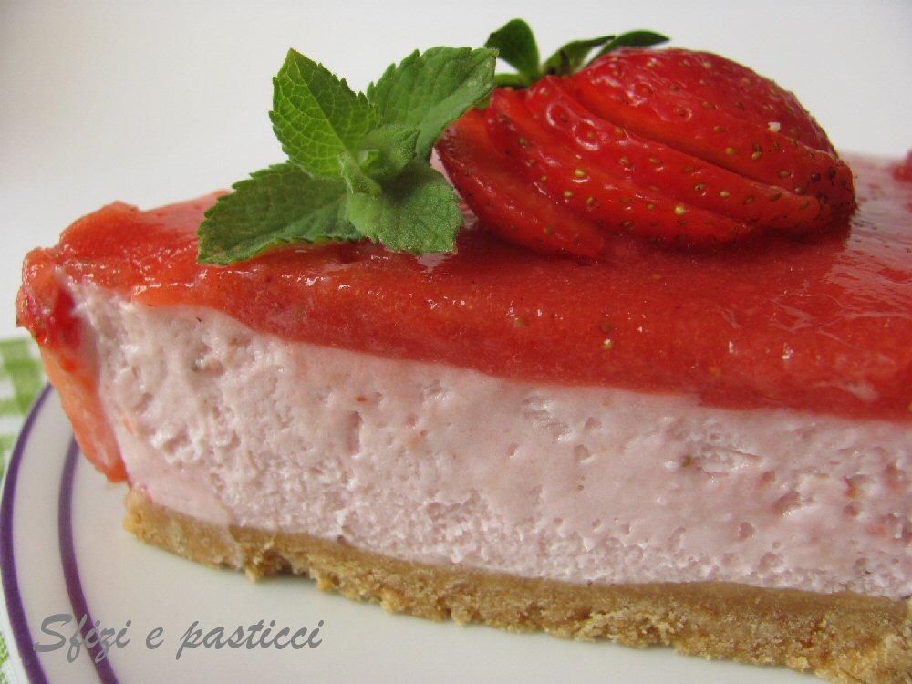 Conosciuto Sfizi e pasticci: Torta fredda allo yogurt e fragole ZB04