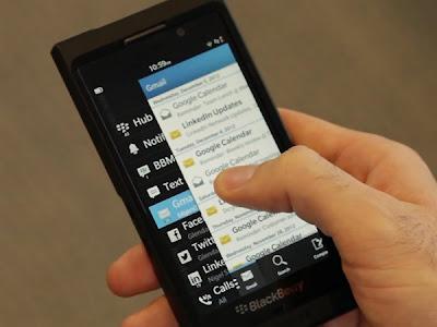 Si acabas de comprar tu BlackBerry Z10 y quiere familiarizarte un poco con el BlackBerry Hub aquí te dejamos algunos trucos y consejos que los puedes aplicar ya mismo los cuales te enseñaran a utilizar está gran función de esté nuevo Sistema Operativo BlackBerry 10, Estos diez consejos nos llegan desdeCrackBerry donde nos enseñan en unos simples pasos como utilizar el BlackBerry Hub. 10 consejos y trucos que debes saber del BlackBerry Hub: Para activar el Peek en el BlackBerry Hub puedes deslizar hacia tu dedo arriba o a la derecha en la parte inferior de la pantalla. Desplázate hacia