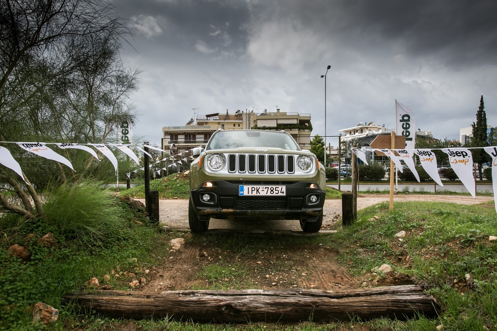 GK 0430 Πετάμε ένα Jeep Renegade σε λάσπες, πέτρες, άμμο, λίμνες. Θα τα καταφέρει; Jeep, Jeep Renegade, Renegade, SUV, TEST, zblog, ΔΟΚΙΜΕΣ