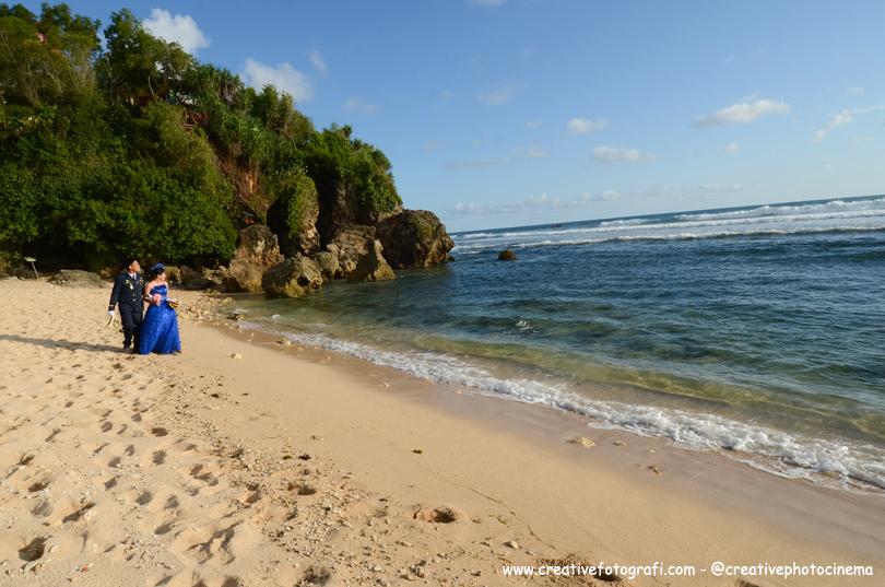 prewedding di pantai indrayanti jogja
