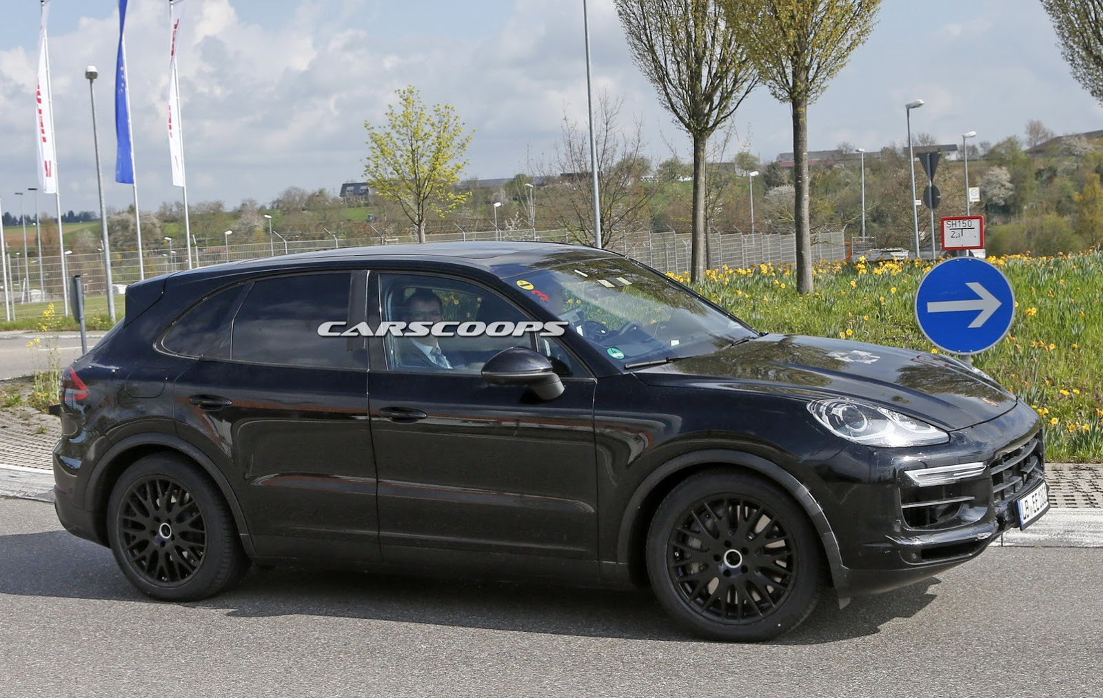 scoop porsche says nein to buttons for 2018 cayenne s cabin