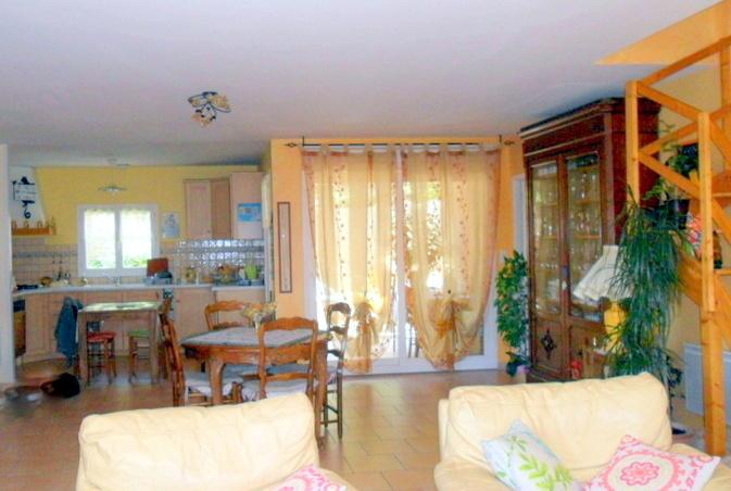 vendu villa a peipin sisteron sud 04200 cuisine ouverte sur grand espace de vie. Black Bedroom Furniture Sets. Home Design Ideas