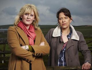 Caroline (Sarah Lancashire) Gillian (Nicola Walker)