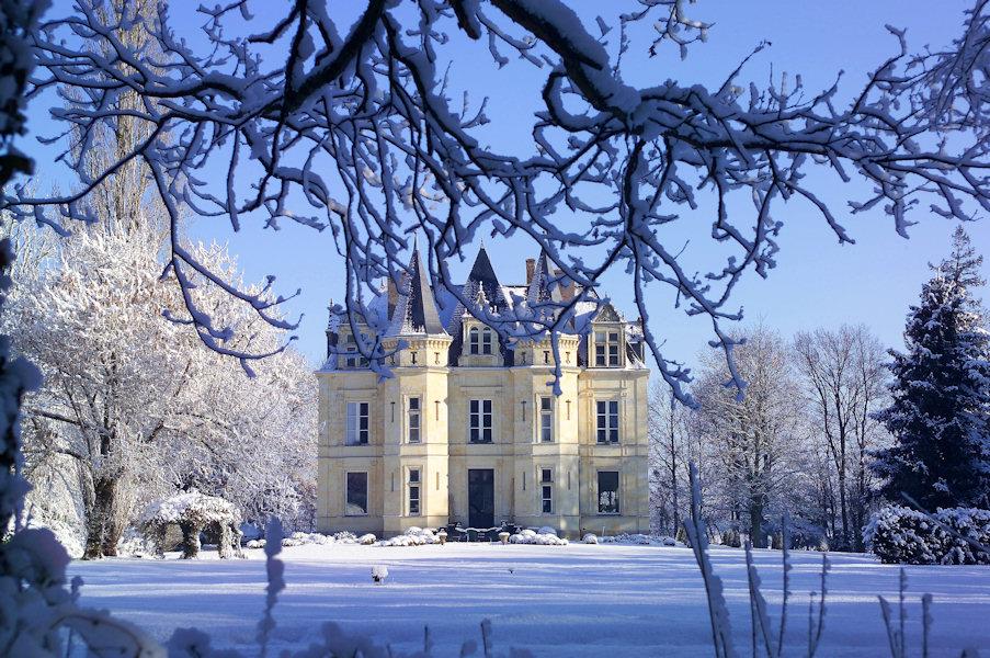 european chic marvelous snow castle near paris. Black Bedroom Furniture Sets. Home Design Ideas