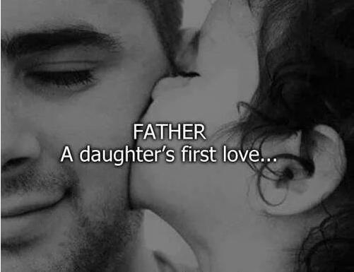 Niña dandole un beso a su Papá  y la leyenda de Father, a daughter´s first love..
