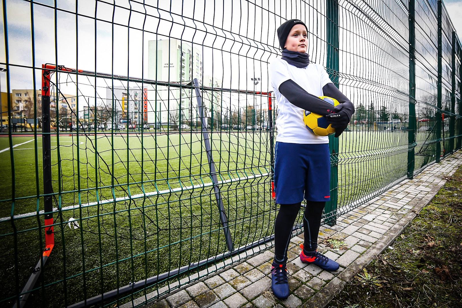 2452327fb7480d Mowa oczywiście o bieliźnie termoaktywnej oraz odzieży termicznej. Kiedy  dziecko rozpoczyna treningi piłkarskie ...