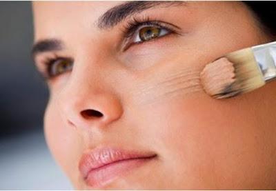 Les dommages qui peuvent être causés par porter du maquillage expiré