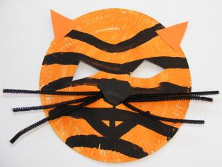 Máscara de tigre hecha con plato de papel