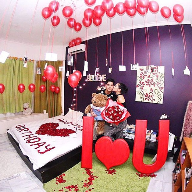 Rayakan ulang tahun pacar di kamar pribadi sambil ciuman for Dekorasi party di hotel