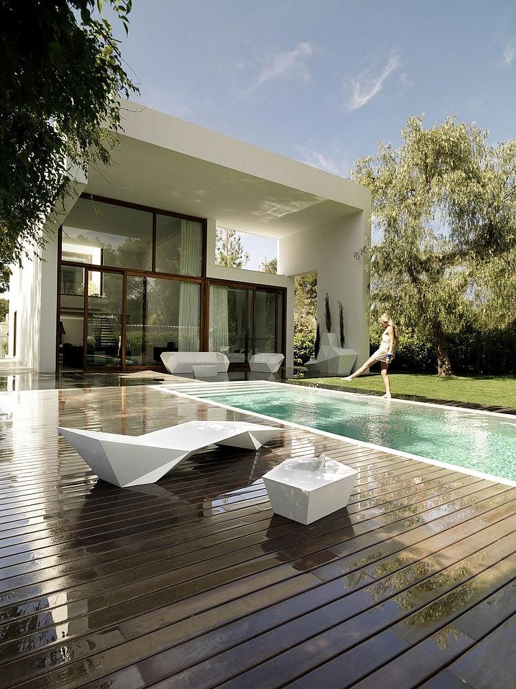 el arquitecto ha tratado de ofrecer a cada habitacin un carcter diferente la transicin interior exterior es muy importante para conseguirlo - Ramon Esteve Arquitecto
