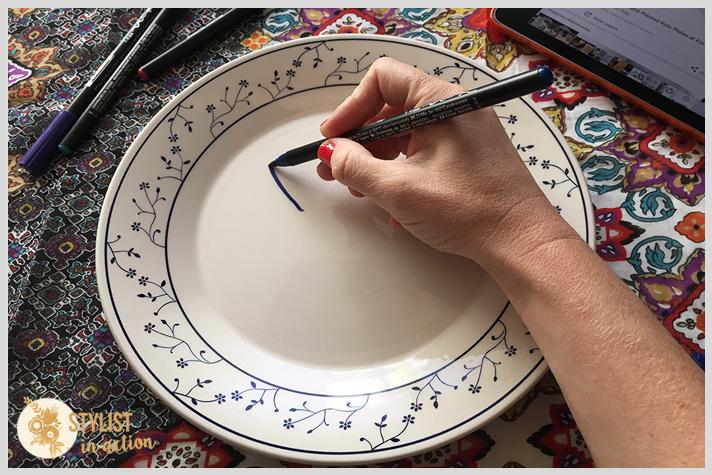 Empezar a dibujar el conejo después de haber limpiado bien el plato