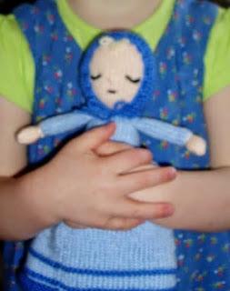 http://miss-aine.blogspot.com.es/2011/04/free-pattern-sleepy-topsy-turvy-doll.html