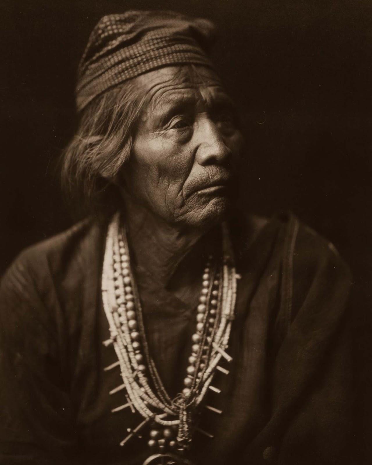 Nesjaja Hatali, Navajo medicine man. 1904.