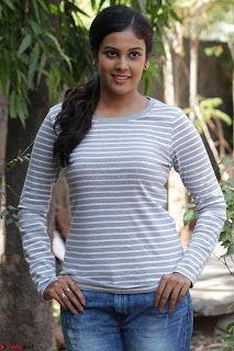Actress Chandini in ed Tight Top at Ennodu Yilayadu tamil movie press meet ~  06.jpg