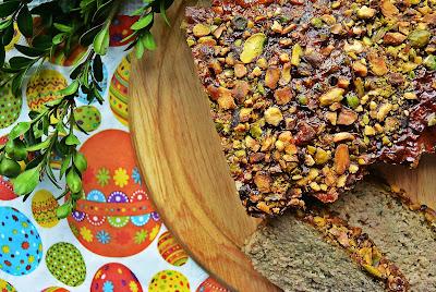 Wielkanocny pasztet z indyka i kaszy jaglanej z pistacjami